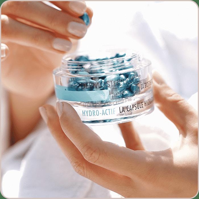 la-maison-square-labio-product-hands